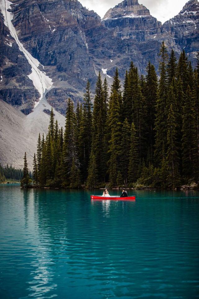 moraine-lake-canoe